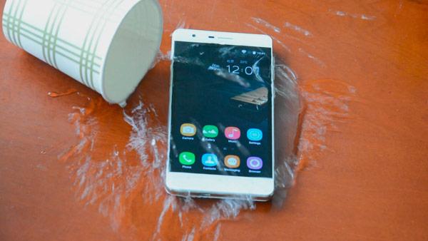 El Oukitel K4000 es a prueba de agua