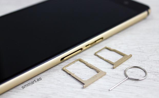 Ranuras para introducir Dual SIM y micro SD